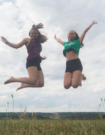 Mädchen Luftsprung 112